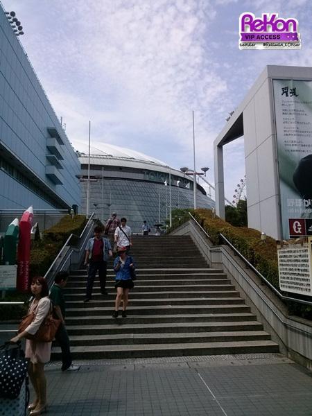 ceinder_tohoshinki_15062013_stairstotokyodome