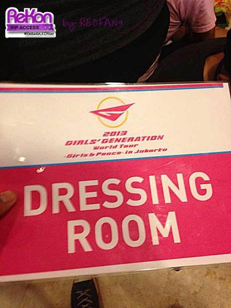 redfan9_14092013_GGTour_dressingroom