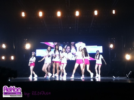 redfan9_14092013_GGTour_pinkshorts1