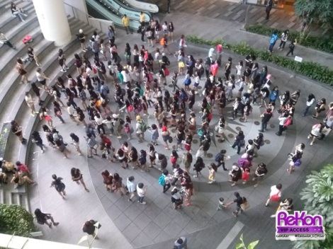 Babyz lining up to get free goods from fanbases.