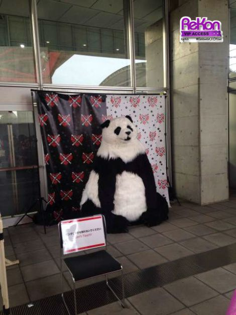 Before the concert you may take pictures with the giant panda - just no touching, he might not like it! :)
