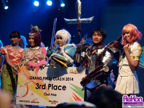 Pemenang ketiga dengan Stella, salah satu juri istimewa yang juga sempat menampilkan lagu barunya hari itu.