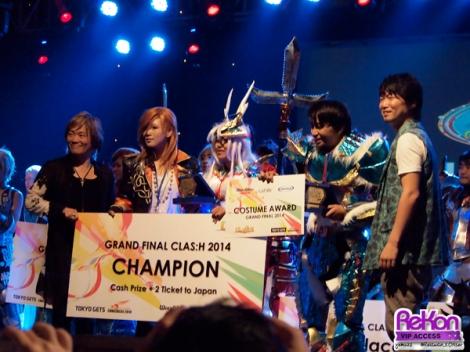 Pemenang pertama dengan Reika, Hironobu Kageyama dan Katsuyuki Konishi.