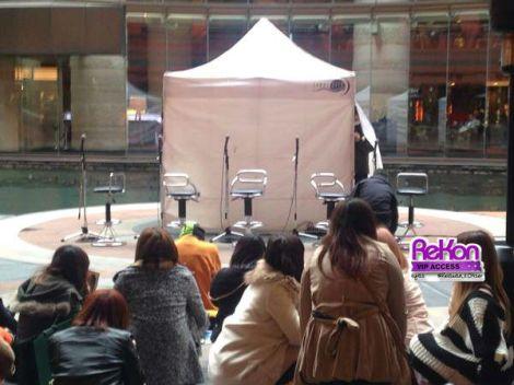 Instore UNiTE di Fukuoka diselenggarakan di tempat terbuka di Canal City Hakata, Februari 2014.